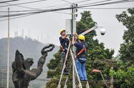Primeira delas foi instalada na rua Albano Schmidt, no bairro Boa Vista (Agencia RBS/Rodrigo Philipps)