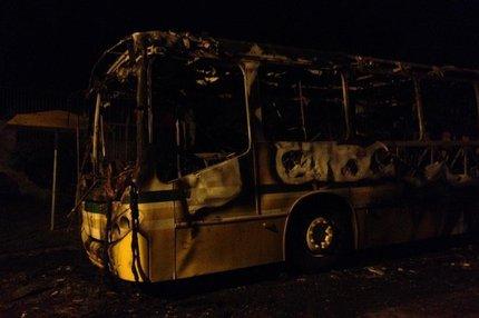 Ônibus pegou fogo por volta das 22h (Arquivo Pessoal/Marcelo Passos)