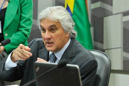 Delcídio passou a ser considerado um homem-bomba e eventual delação premiada é monitorada por petistas (Agência Senado/Divulgação/Geraldo Magela)