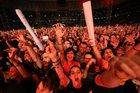 Público que assistiu, na pista premium, ao show mais recente do Pearl Jam em Porto Alegre, na Arena do Grêmio (Agencia RBS/Bruno Alencastro)