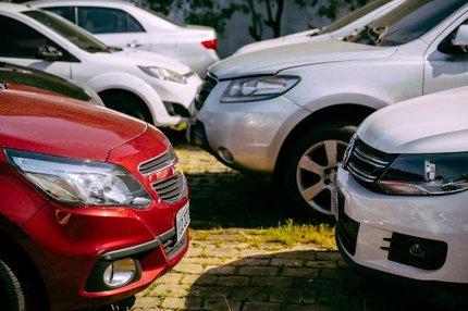 No pátio do DEIC, veículos recuperados pela polícia permanecem resguardados até finalização de processo de devolução aos proprietários (Agencia RBS/Omar Freitas)