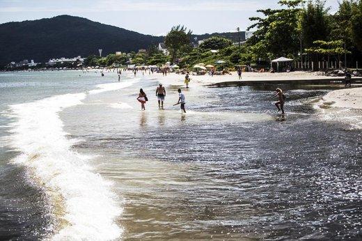 Rio do Braz, em Canasvieiras, no norte da Ilha, virou o símbolo da má balneabilidade em SC em 2016 (Agencia RBS/Diorgenes Pandini)