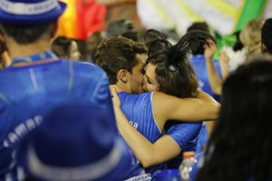 Monica Iozzi eKlebber Toledo foram flagrados aos beijos (Divulgação/Camarote Boa)