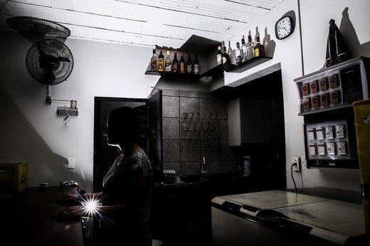Pâmela foi vítima de assalto em seu bar no bairro Barreiros, em São José (Agencia RBS/Marco Favero)