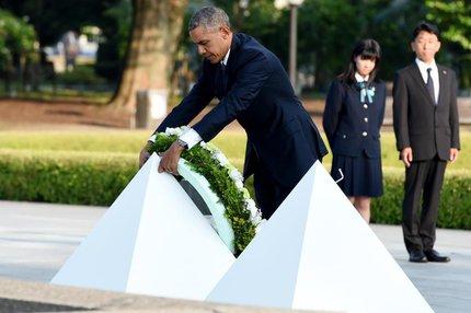 Obama depositou uma coroa de flores no cenotáfio de Hiroshima (AFP/TOSHIFUMI KITAMURA)