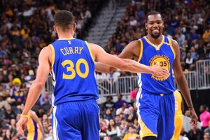 Curry e Durant se uniram para tentar o título da NBA (NBAE via Getty Images/AFP/Andrew D. Bernstein)