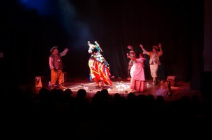 Apresentação da peça A Farra do Boi Bumbá, do grupo Os Ciclomáticos Cia. de Teatro, do Rio de Janeiro, no 20] Fenatib em Blumenau (Agência RBS/Aline Camargo)