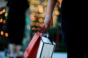Entrada do 13º salário é sinônimo de alívio para algumas dívidas e esperança para compras de Natal (Agencia RBS/Mauro Vieira)