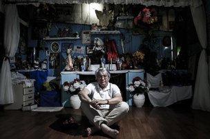 O padre no terreiro de Umbanda. Foi através de uma mãe de santo que ele entrou no morro (Agencia RBS/Felipe Carneiro)