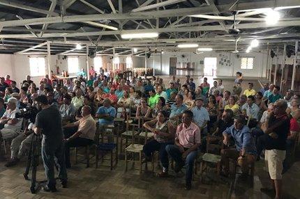 Centro de Tradições Gaúchas ficou lotado de vítimas de suposto golpe que pode ter movimentado até R$ 25 milhões (Agencia RBS/Giovani Grizotti)
