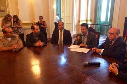 Prefeito, secretário de Segurança Pública e autoridades policiais discutem ações de segurança (Agencia RBS/Jocimar Farina / Agencia RBS)