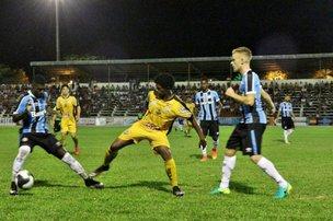 Estádio Sílvio de Faria Corrêa recebeu cerca de 2 mil pessoas na sexta-feira (Caderno 7/Marcelo Ribeiro)