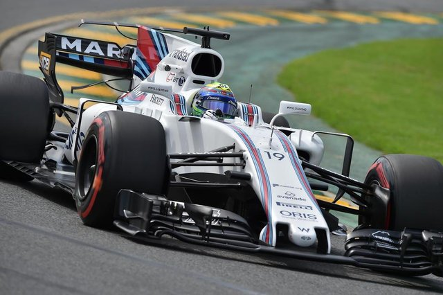 Williams' Brazilian driver Felipe Massa powers through a corner during the first practice session for the Formula One Australian Grand Prix in Melbourne on March 24, 2017.  / AFP PHOTO / Paul Crock / IMAGE RESTRICTED TO EDITORIAL USE - STRICTLY NO COMMERCIAL USE