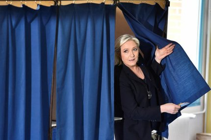 Marine Le Pen, candidata de extrema-direita que liderava as mais recentes pesquisas, vota emHenin-Beaumont (AFP/ALAIN JOCARD)