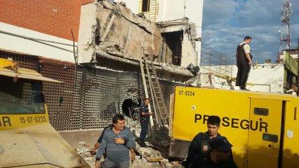 Na segunda-feira (24), um grupo de 40 integrantes bloqueou os acessos da sede da empresa Prosegur, emCiudad Del Este, e levou US$ 40 milhões (Última Hora/Especial)