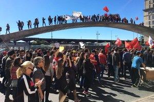 Manifestantes fizeram passeata no centro da Capital à tarde (Agencia RBS/Mateus Ferraz)