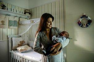 Manoella Caetano dos Santos optou pelo parto em casa para reduzir riscos de infecção e intervenções desnecessárias (Agencia RBS/Marco Favero)