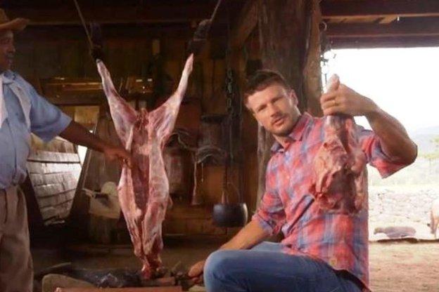 Rodrigo Hilbert expôs abate de animal em seu programa no canal pago GNT (GNT/Reprodução)