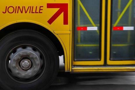 Novos veículos deverão ser usados principalmente em linhas diretas entre terminais de Joinville (Agencia RBS/Rodrigo Philipps)