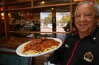 Eloir já sabia o pedido do Sant'Ana no restaurante Copacabana (Agencia RBS/Tadeu Vilani)