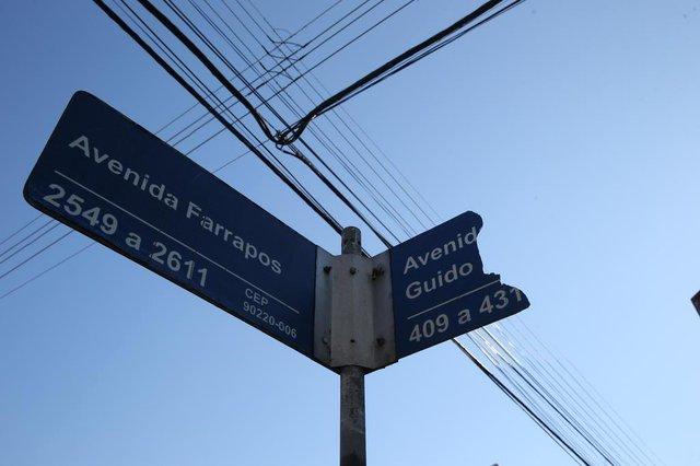 PORTO ALEGRE, RS, BRASIL - 20-07-2017 - Placas de rua. Matéria é sobre a falta das placas indicativas do nome de rua em porto alegre. (FOTO: FERNANDO GOMES/AGÊNCIA RBS)