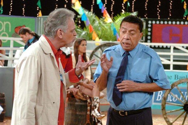 Na coleção de personagens de Paulo estava o porteiro Severino, que imortalizou o bordão Cara, crachá. (Divulgação/TV Globo)
