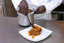 Curso de assistente de cozinha é um dos oferecidos pelo programa (Agencia RBS/Luiz Armando Vaz)