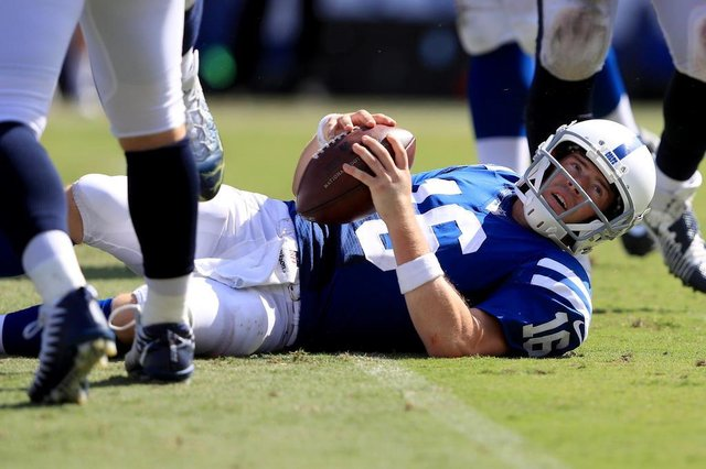 Indianapolis Colts v Los Angeles RamLOS ANGELES, CA - SEPTEMBER 10: Scott Tolzien #16 of the Indianapolis Colts looks on after being sacked during the second half of a game against the Los Angeles Rams at Los Angeles Memorial Coliseum on September 10, 2017 in Los Angeles, California.   Sean M. Haffey/Getty Images/AFPEditoria: SPOLocal: Los AngelesIndexador: Sean M. HaffeySecao: American FootballFonte: GETTY IMAGES NORTH AMERICAFotógrafo: STF