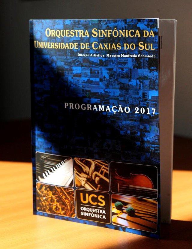CAXIAS DO SUL, RS, BRASIL.  Pioneiro, 31/03;1982.  Coral da UCS lançou seu primeiro disco em 31 de março de 1982, por ocasião dos 15 anos de fundação da universidade de caxias do Sul. Coral foi regido por Nestor  Wennholz.  NA FOTO, REVISTA QUE RELATA A PROGRAÇÃO MUSICAL DA ORQUESTRA SINFONICA DA UCS 2017.  (Roni Rigon/Pioneiro).