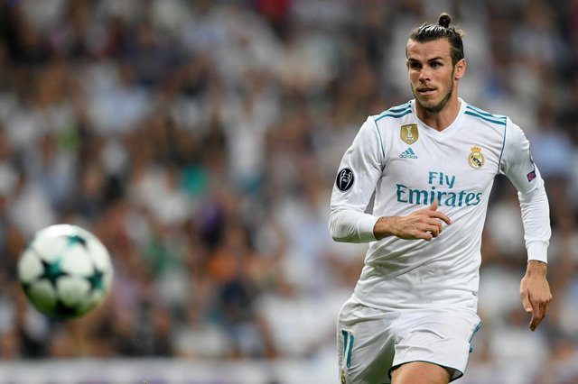 Real Madrids Welsh forward Gareth Bale runs for the ball during the UEFA Champions League football match Real Madrid CF vs APOEL FC at the Santiago Bernabeu stadium in Madrid on September 13, 2017. / AFP PHOTO / GABRIEL BOUYSEditoria: SPOLocal: MadridIndexador: GABRIEL BOUYSSecao: soccerFonte: AFPFotógrafo: STF
