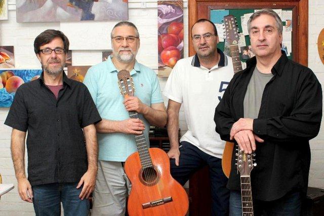 Banda Rota Lunar: Selestino Oliveira (voz e violão), Vasco Machado (violão, viola, charango e vocais), João Geraldo Silveira (bateria e percussão) e Jonas Reis (baixo, teclado, violão e vocais)