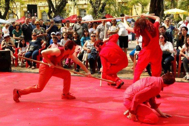 Espetáculo Cerimonial, do grupo teatral A Gangorra