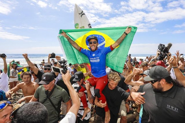 Filipe Toledo of Brazil is the 2017 Hurley Pro Trestles CHAMPION after defeating current No.1 on the Jeep Leaderboard Jordy Smith of South Africa in the final at Trestles, CA, USA.  Toledos win makes him the first competitor to win two events on the 2017 Championship Tour today Friday, 15 September 2017.  PHOTO: © WSL / Morris SOCIAL : @wsl @kennethemorris.  This image is provided by the Association of Surfing Professionals LLC (World Surf League) royalty-free  for editorial use only. No commercial rights are granted to the Images in any way. The Images are provided on an as is basis and no warranty is provided for use of a particular purpose. Rights to individuals within the Images are not provided. The copyright is owned by World Surf League. Sale or license of the Images is prohibited. ALL RIGHTS RESERVED.