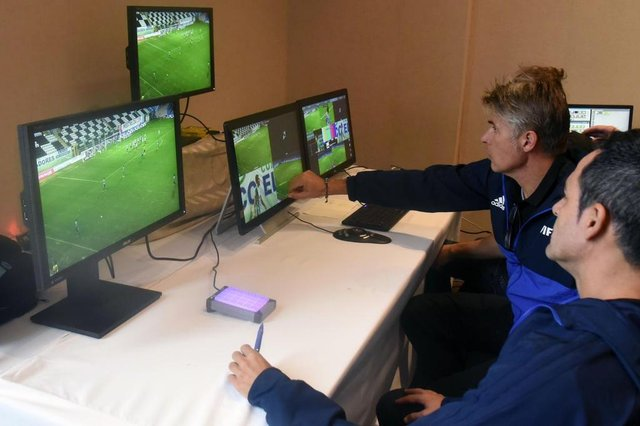FIFAs referees are pictured during a video assistance (VAR) training course for the referees of the region, at the Conmebols headquarters in Luque, Paraguay on September 14, 2017.The VAR will begin to be used during the semifinals and finals of the 2017 Libertadores and Sudamericana Cups. / AFP PHOTO / NORBERTO DUARTE