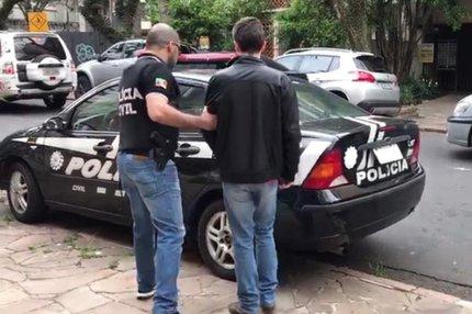 No dia da detenção, os agentes levaram o homem do centro obstétrico do hospital onde trabalhava (Divulgação/Ministério Público)