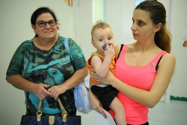 CAXIAS DO SUL, RS, BRASIL, 20/09/2017. Unidade de Pronto-Atendimento da Zona Norte de Caxias, a UPA Zona Norte, foi inaugurada e começou os atendimentos às 14h56min. O bebê Igor Jonatan Bordin Hoffman, 10 meses, foi levado pela mãe Taíse De Fátima Bordin, 22, e pela avó Nilva de Lucena, 56 anos, na UPA, onde foi constatada virose. (Diogo Sallaberry/Agência RBS)