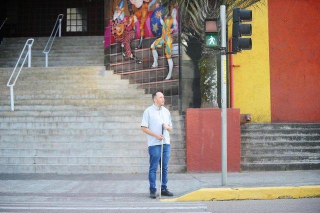 JOINVILLE, SC, BRASIL (20-09-2017) - Paulo Sérgio Suldóvski, durante trajeto que faz diariamente para ir ao trabalho na Av. José Viera. (Foto: Maykon Lammerhirt, A Notícia)