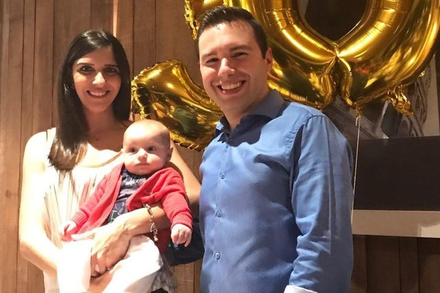 Pâmela Machado comemorando seu aniversário com a filhota Lívia e o marido Diego Machado. Feliz aniversário.