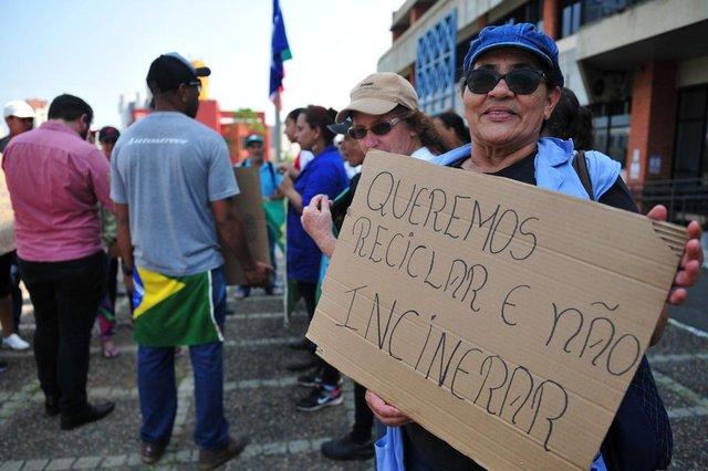 JOINVILLE,SC,BRASIL,22-09-2017.Trabalhadores na area de reciclagem fazem protesto na prefeitura de Joinville.Iraide Ribeiro de Paula da Costa.(Foto:Salmo Duarte/A Notícia)