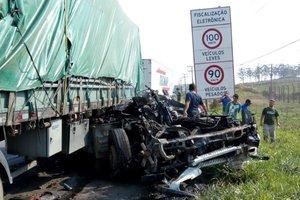 Acidente grave deixou uma fila de aproximadamente 15 quilômetros de congestionamento (Divulgação/Corpo de Bombeiros de Imbituba)