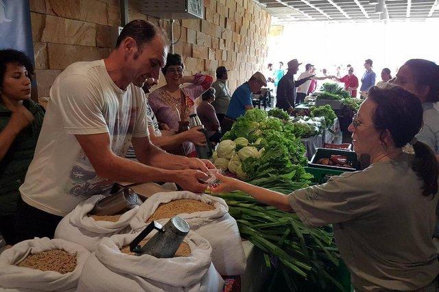 UFSM recebeu a primeira edição de feira de produtos 100% orgânicos