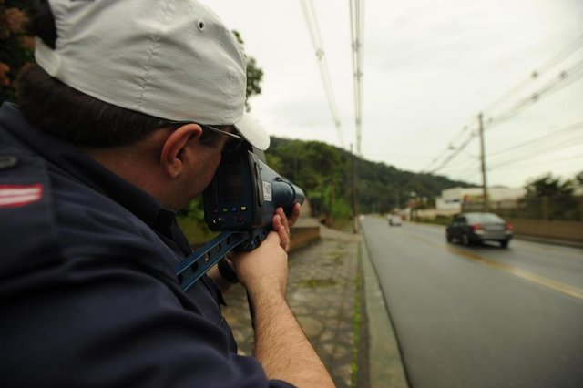 Blumenau-sc-Brasil, Seterb usa radar móvel para multar motoristas infratores na rua Hermann Huscher