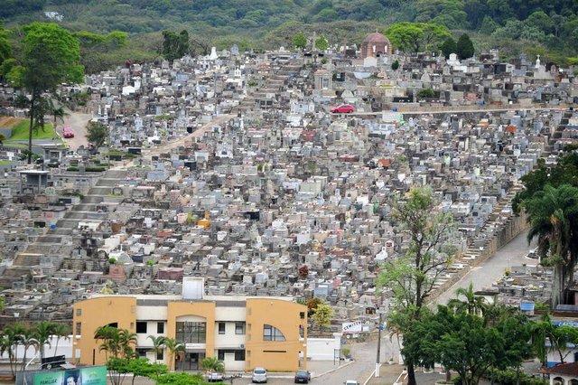 JOINVILLE,SC,BRASIL,02-10-2017.Falta de licenciamento em cemitério da cidade.Cemitério Municipal.(Foto:Salmo Duarte/A Notícia,Geral)