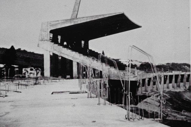 CAXIAS DO SUL, RS, BRASIL (18/10/2017). Gigante da Beira-Rio. O caxiense Agostino Fontana contribuiu financeiramente para construção do estádio Beira-Rio, bem como fotografou todas as fases do projeto inaugurado em abril de 1969. NA FOTO, A ARQUIBANCADA COBERTA DO BEIRA-RIO, EM 1965.  (Roni Rigon/Pioneiro).