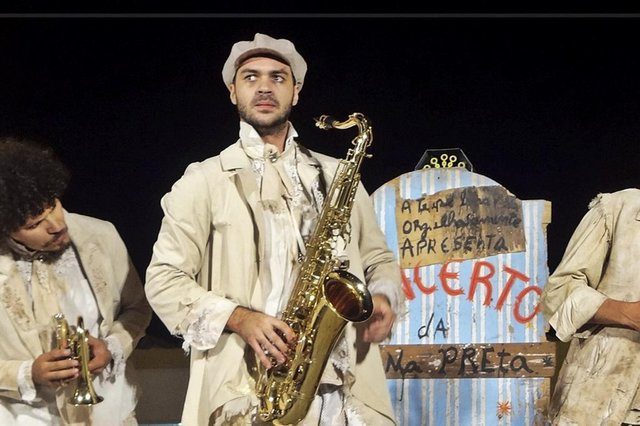 Espetáculo O Concerto da Lona Preta no Festival Brasileiro de Teatro Toni Cunha, em Itajaí