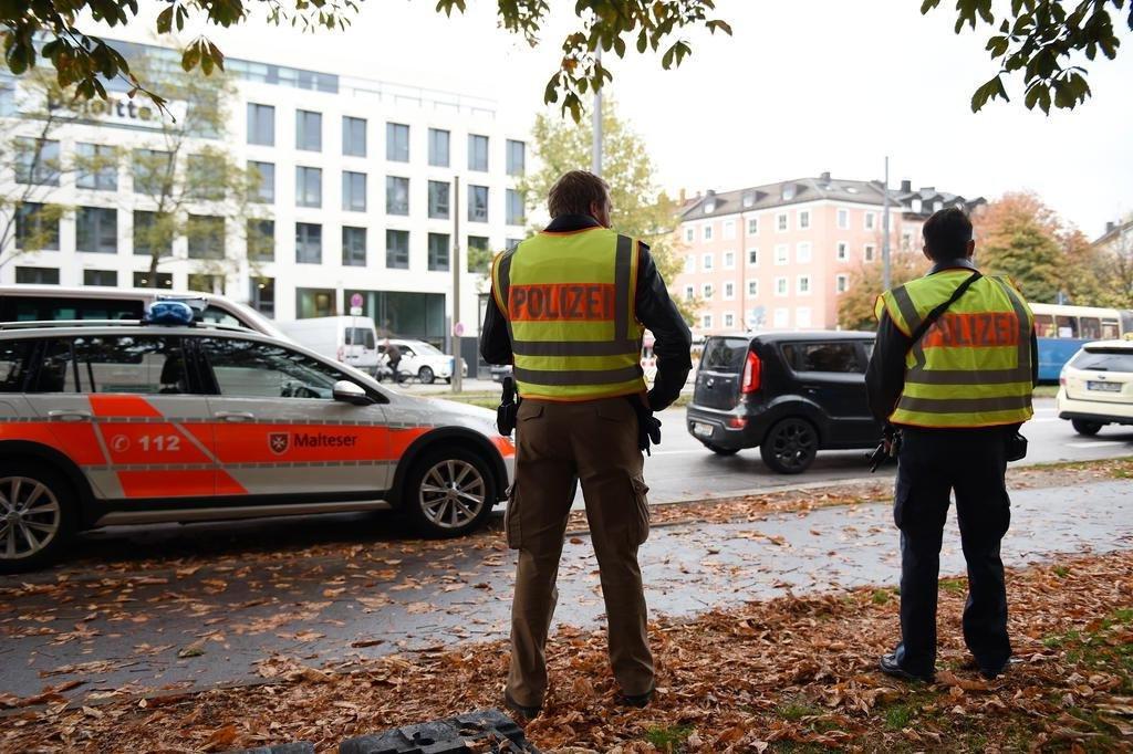 Homem esfaqueia quatro pessoas na cidade alemã de Munique