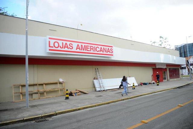 JOINVILLE, SC, BRASIL (24-10-2017) - Lojas americanas na esquina da Av.Juceslino Kubitschek com Nove de Março em Joinville. (Foto: Maykon Lammerhirt, A Noticia)