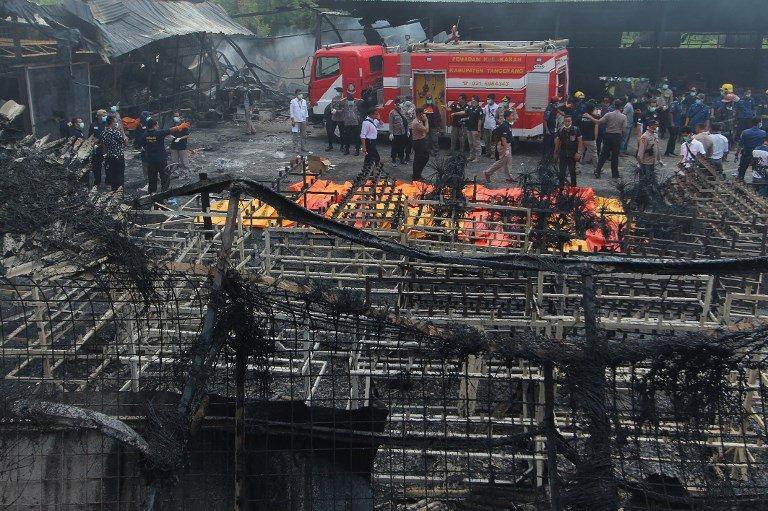 Incêndio em fábrica de fogos de artifício deixa mortos na Indonésia