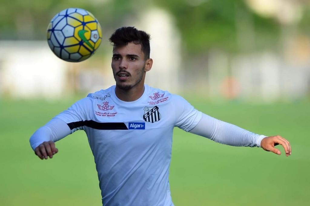 Zeca entra na Justiça contra o Santos e pede rescisão de contrato