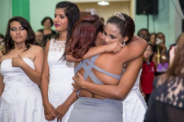 Alunos da Escola Municipal de Ensino Fundamental Paulo Beck, de São Leopoldo, participam de baile de debutantes do projeto Nova Cinderela, desenvolvido durante todo o ano letivo